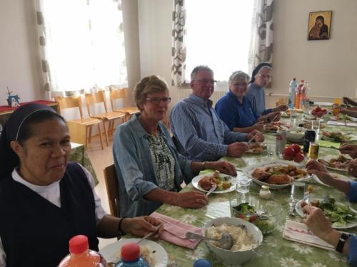 02 lunch bij de zusters in Roman
