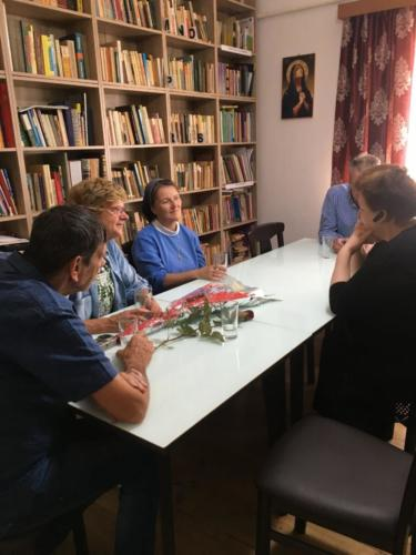 07 gesprek met zr Patrizia en leiding van jeugdcentrum in Roman
