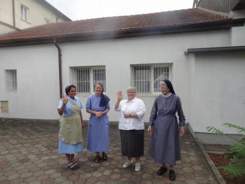 09 afscheid van de zusters in Roman