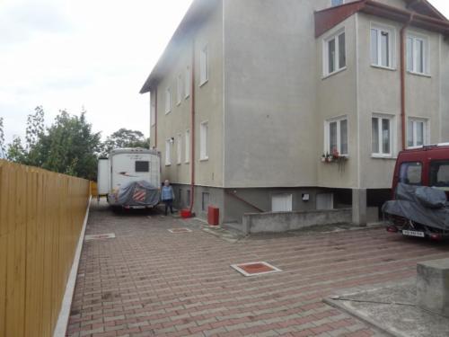 11 overnachting naast het zusterhuis in Raducaneni