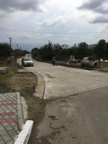 26 eindelijk wat meer verharde wegen in Raducaneni