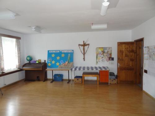 35 een van de zalen in het kinderhuis