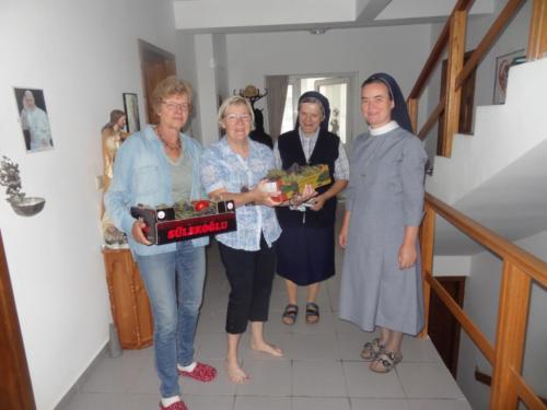 39 afscheid van de zusters in Raducaneni