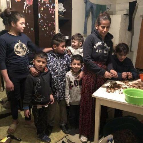 3a zeer arme familie die mede door onze stichting hulp krijgt.